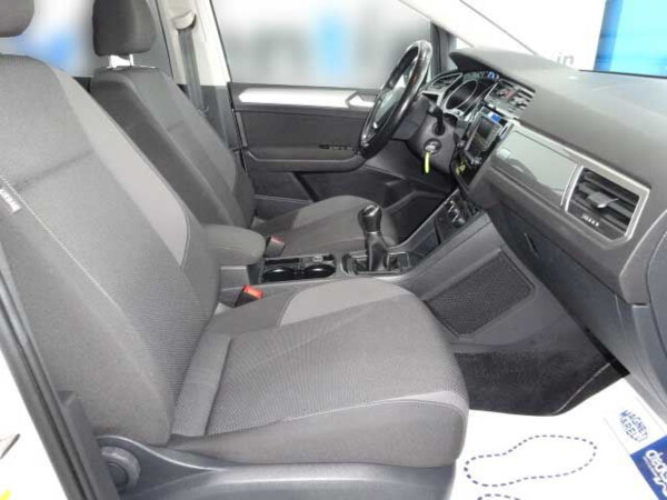 VOLKSWAGEN TOURAN BUSINESS REN1600 (9)